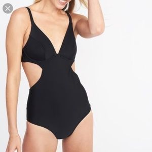 Old Navy XXL Black Underwire Cutout Swimsuit New